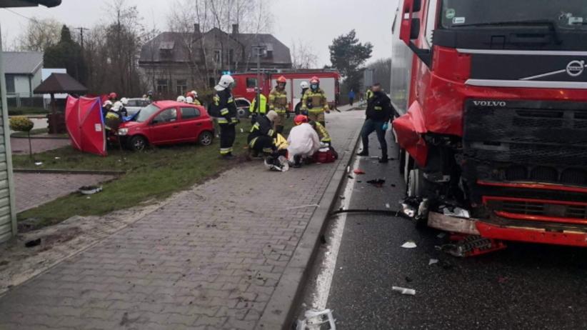Łubnice. Wypadek na dk79, zderzenie toyoty i ciężarówki