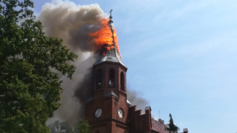 Pożar kościoła św. Piotra i Pawła. Uszkodzeniu uległa część dachu