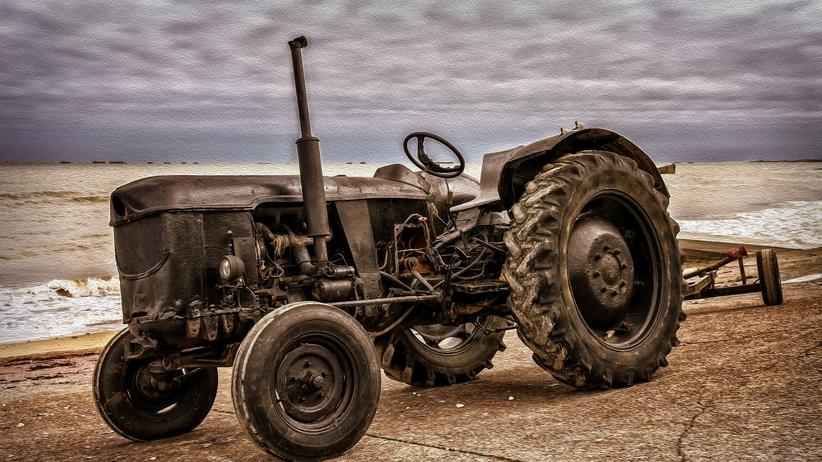 Pijany traktorzysta jechał bez prawa jazdy. Tłumaczył się... cukierkami