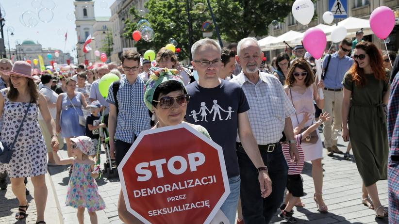 """Marsz dla Życia i Rodziny. """"Komunizm i gender, to ta sama ideologia"""""""