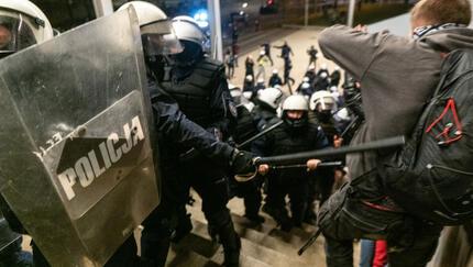 """Policja spałowała dziennikarzy 11 listopada. """"Przepraszamy za niepotrzebne sytuacje''"""