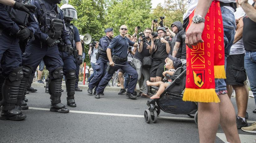 Pedagog szkolny wśród atakujących Marsz Równości. Skandował skandaliczne hasła