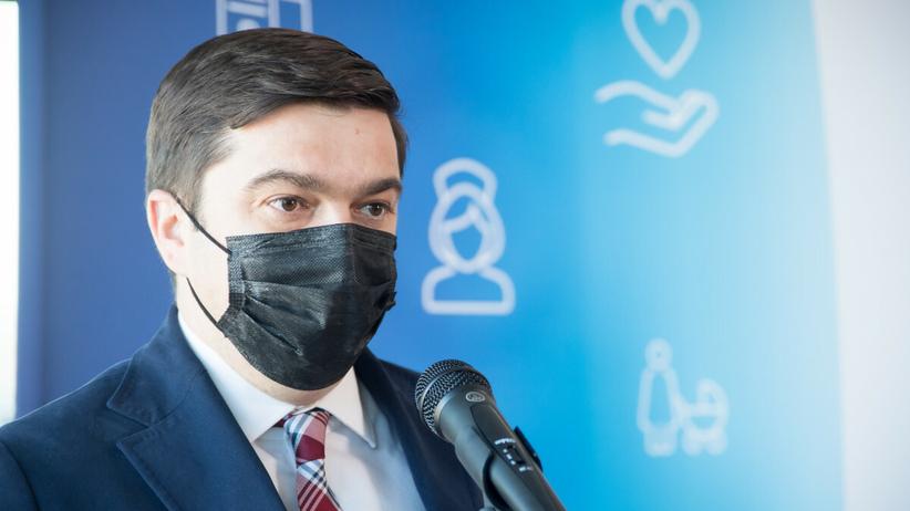 Rzecznik ministerstwa zdrowia: nakaz noszenia maseczek dalej obowiązuje