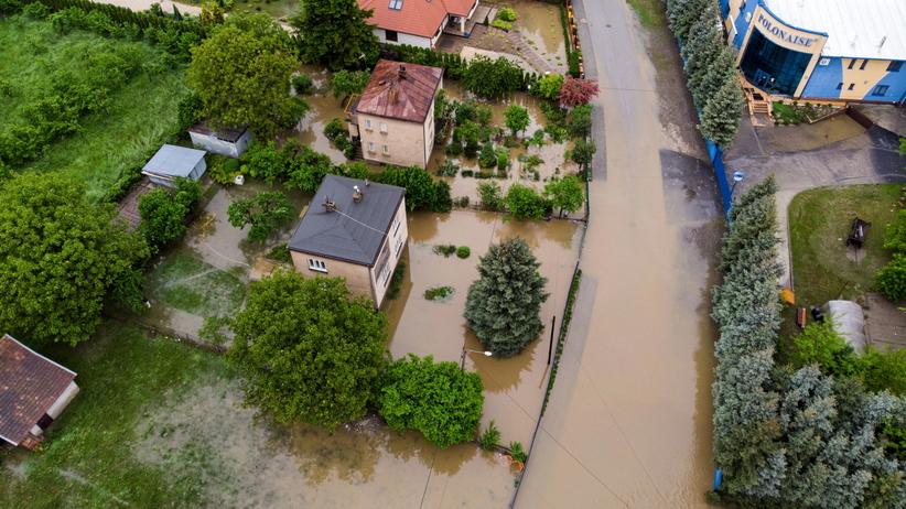 Najwyższy stopień zagrożenia IMGW przed burzami. Zbierze się sztab kryzysowy
