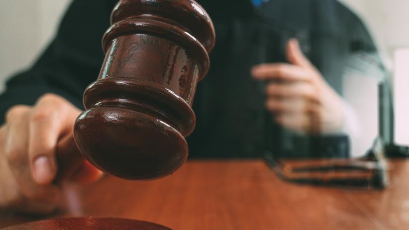 Sędzia nieprawidłowo przesłuchał nieletnią ofiarę gwałtu. W efekcie sprawcę skazano za występek