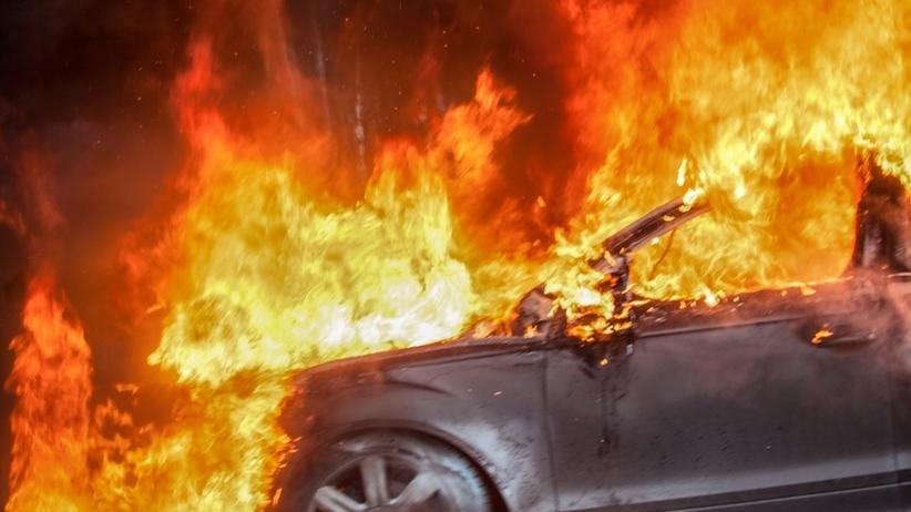 Strażacy pojechali gasić samochód. W środku znaleźli zwęglone zwłoki