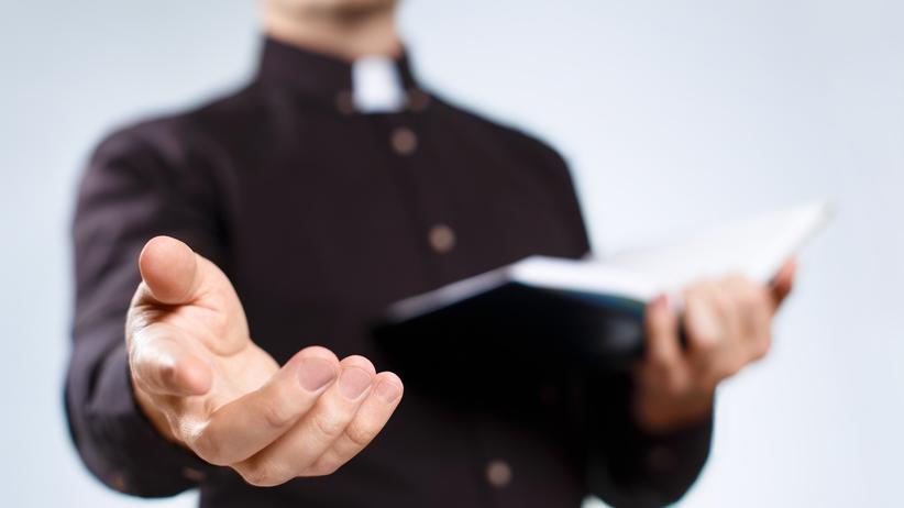 """Ksiądz zawieszony w posłudze kapłańskiej. Chodzi o """"nadużycia seksualne"""""""