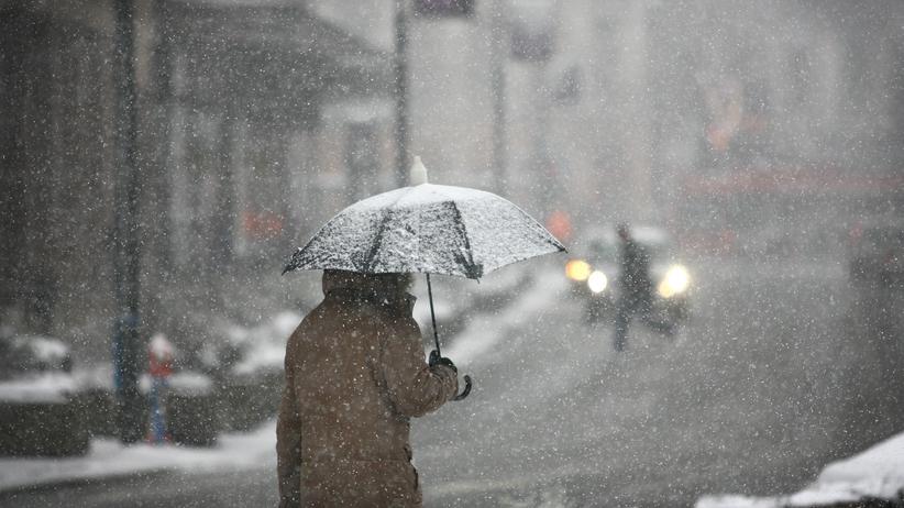 Ostry wiatr, śnieg i śnieg z deszczem. To prognoza na czwartek
