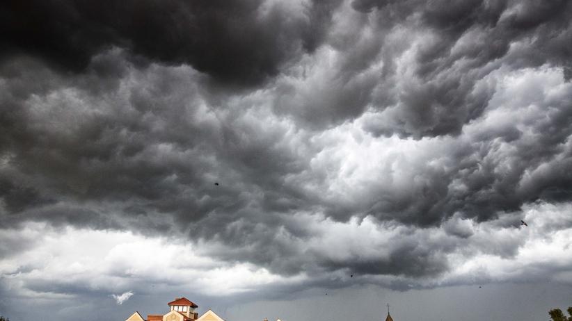 Burze z gradem, IMGW ostrzega przed zagrożeniem. Pogoda w niedzielę