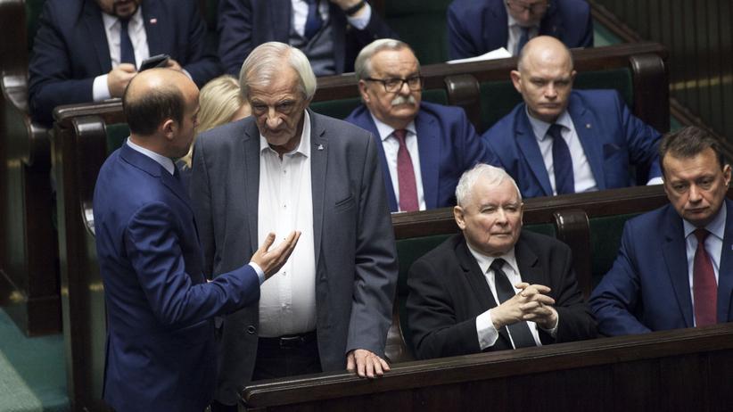 Sejm podwyżki dla polityków, sondaż