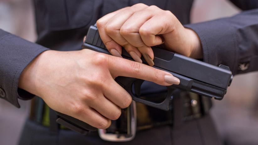 Pistolet policja