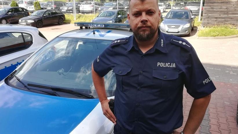 Policjant po służbie uratował tonące dzieci i ich dziadka