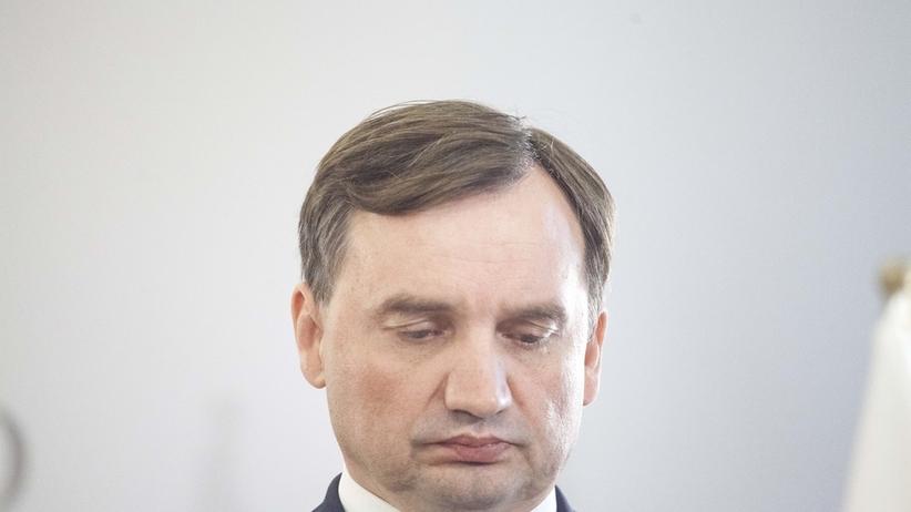Afera Piebiaka. Sondaż: większość Polaków domaga się dymisji Ziobry. Hejt na sędziów