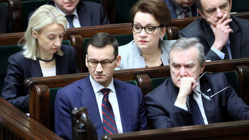 Polacy są zadowoleni z rządu? Wzrosła liczba jego przeciwników