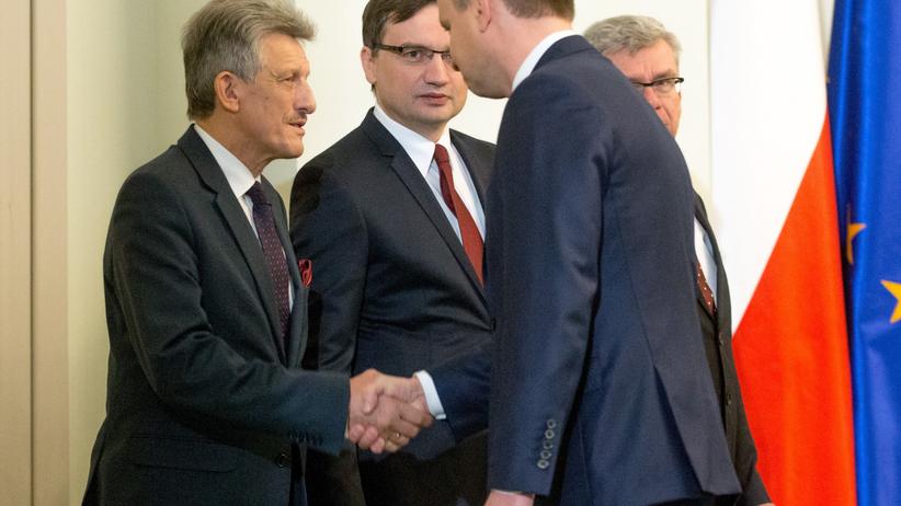 Duda zablokuje kandydatury Piotrowicza i Pawłowicz do TK? Zapytaliśmy eksperta