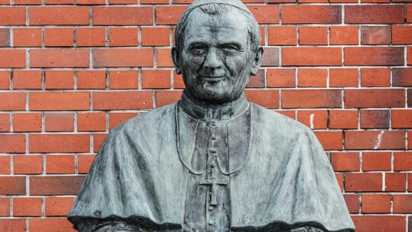 W Gdańsku zniszczono popiersie Jana Pawła II