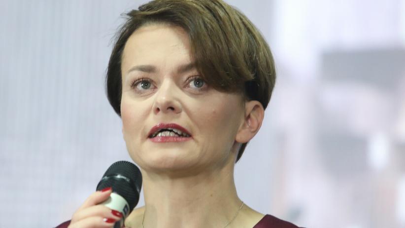 Jadwiga Emilewicz przeprasza za wyjazd na narty