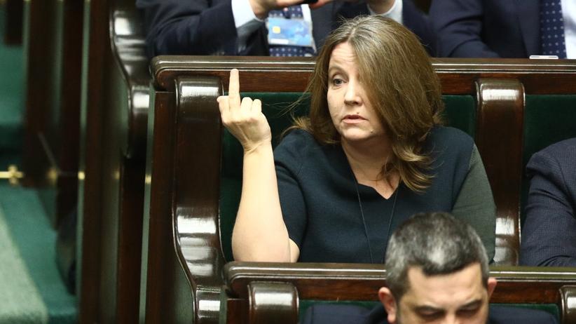Lichocka pokazała środkowy palec w Sejmie. Szef WOŚP żąda odwołania posłanki