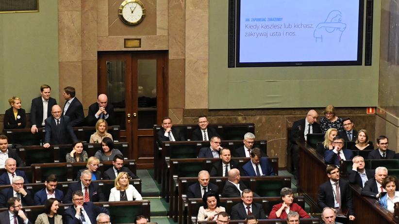 Sejm uchwalił specustawę o koronawirusie. 400 posłów głosowało za
