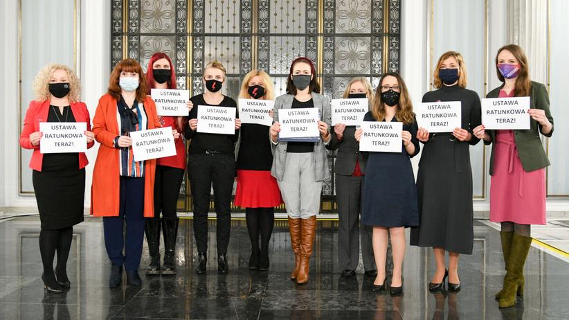Posłanki Lewicy prezentują ustawę ratunkową - zd. arch. z lutego 2021 roku