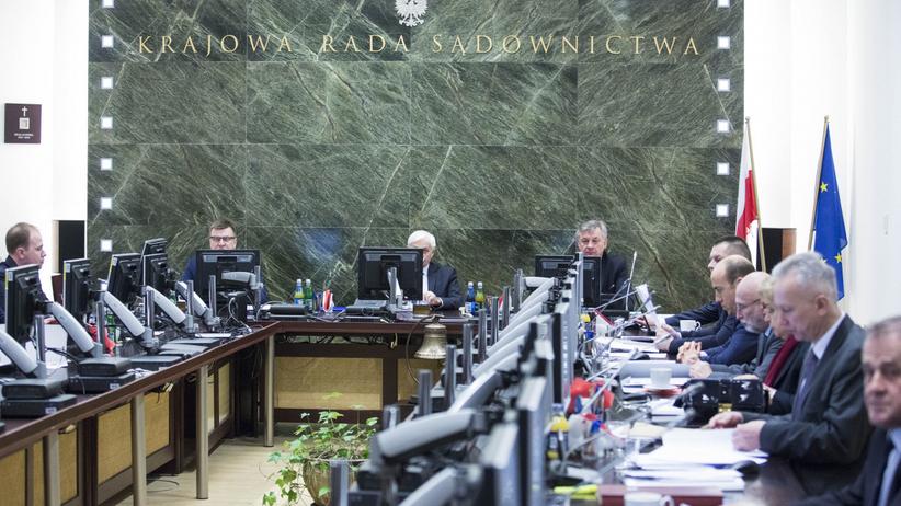 Sejm publikuje listy kandydatów do KRS i sędziów, którzy udzielili im poparcia