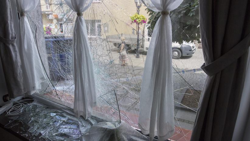 Atak na siedzibę senatora PiS. Wybito szybę w oknie