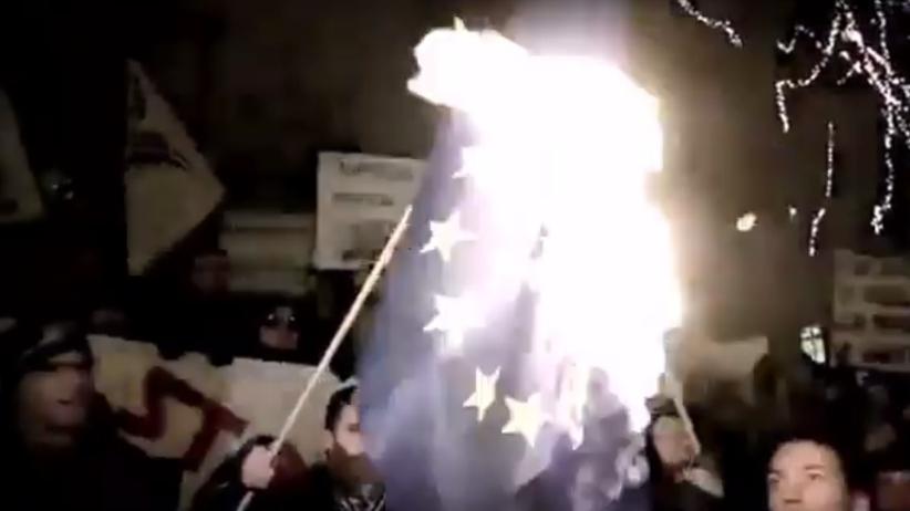KE uderza w PiS nowym spotem. Przypomniano słowa Pawłowicz i palenie unijnej flagi