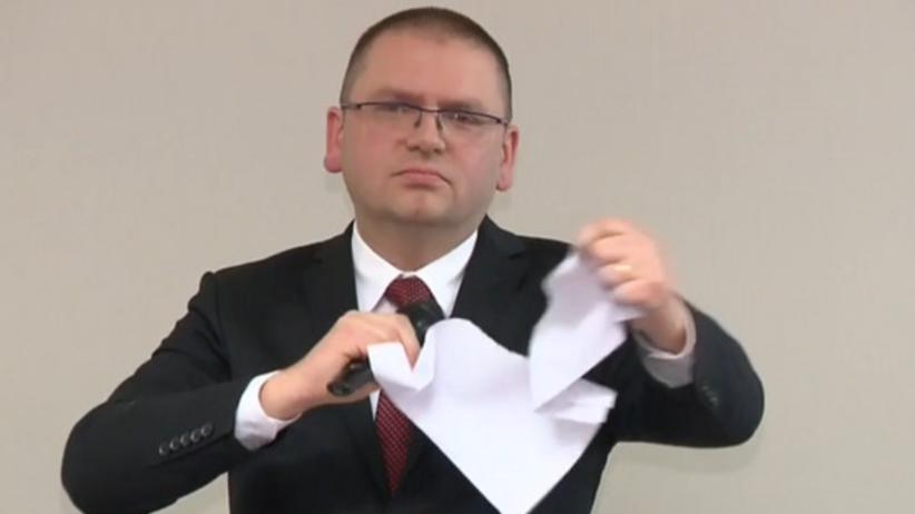 Olsztyn. Prezes Nawacki podarł wniosek o zaprzestanie utrudniania pracy Juszczyszynowi