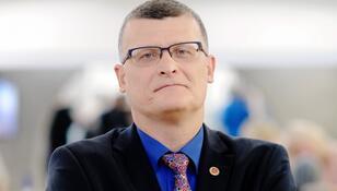 Dr Paweł Grzesiowski stracił pracę. To kara za krytykowanie rządu?