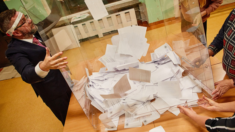 """""""Korpus urzędników"""" podległy MSWiA. Takich zmian w systemie wyborczym chce PiS"""