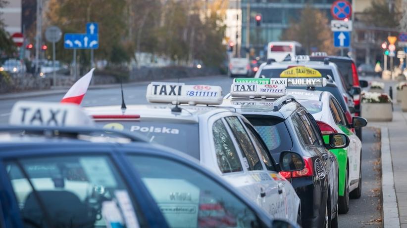 Protest taksówkarzy w Warszawie. Duże utrudnienia komunikacyjne