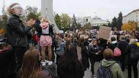 Protesty pod siedzibą Ordo Iuris i TVP. Demonstranci dotarli pod Sejm