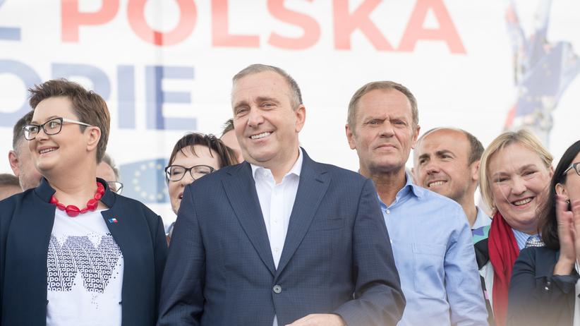 Schetyna wygrywa z Tuskiem. Polacy wskazali lidera opozycji