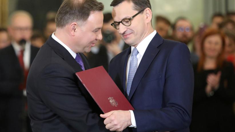 Najnowszy sondaż. Jak Polacy oceniają Dudę i Morawieckiego?