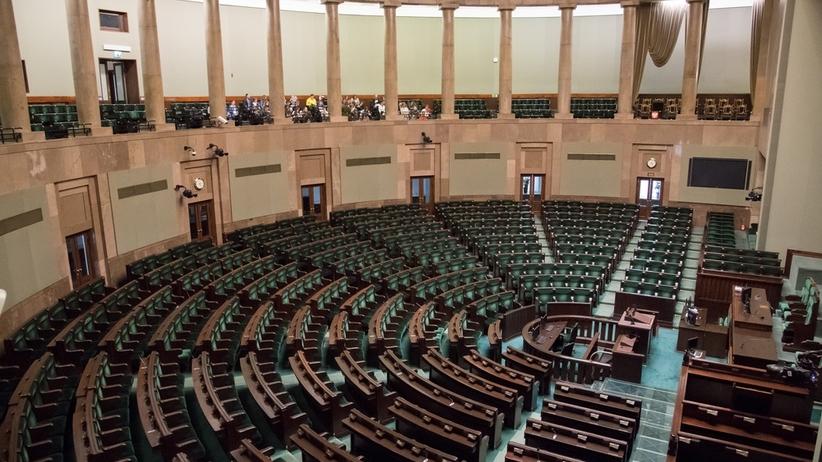 PiS górą, kilka partii wypada z Sejmu. Najnowszy sondaż Kantar