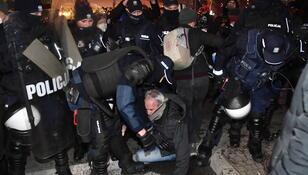 Strajk Kobiet w Warszawie. Starcia z policją, gaz i zatrzymania