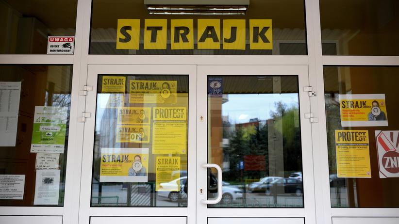 Strajk nauczycieli. Uczniowie będą nadrabiać w weekendy?