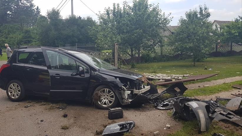 Działacz PiS rozbił służbowe auto żony. Złamał sądowy zakaz prowadzenia pojazdów
