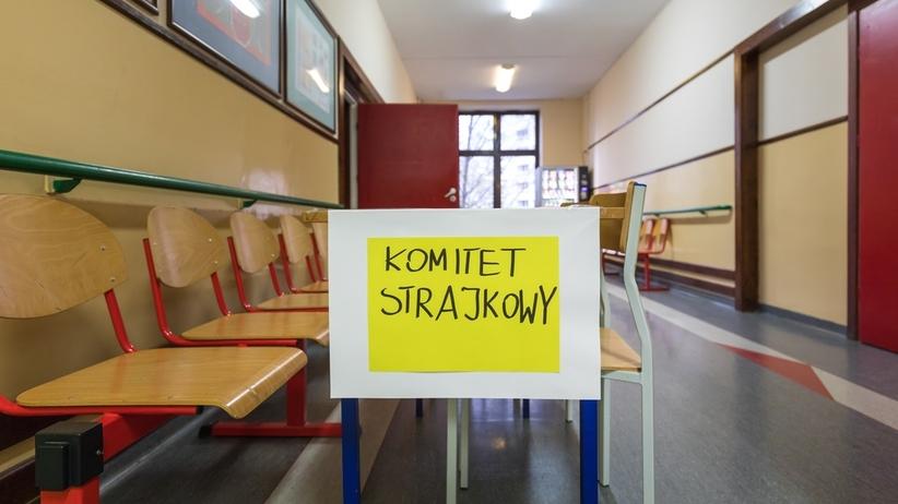 Większość nauczycieli w stolicy strajkuje. Trzaskowski: bardzo trudno będzie przeprowadzić matury