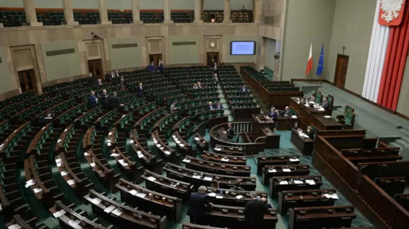 Sondaż CBOS: Polacy mają coraz gorsze zdanie o Sejmie. Andrzej Duda wciąż chwalony