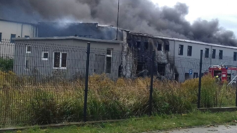 Potężny pożar hali w Złocieńcu. Utrudnienia na dk 20