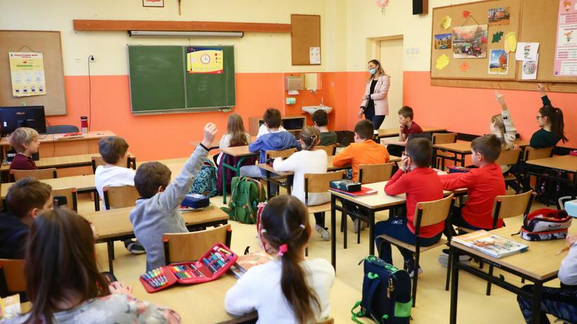 Dzieci w szkole na lekcji