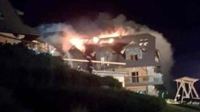 Pożar hotelu Złoty Groń w Istebnej. Trwa walka z ogniem