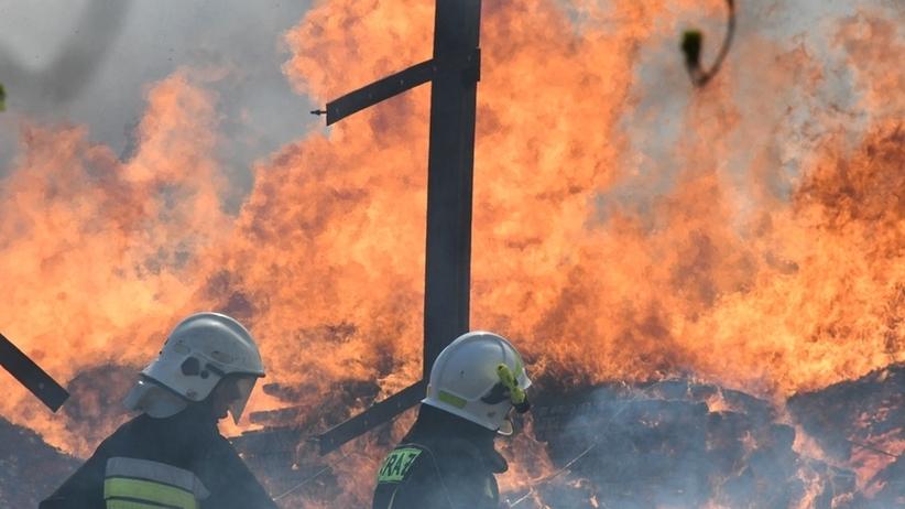 Pożar w Bytomiu. Pali się była fabryka Jopek na Stroszku