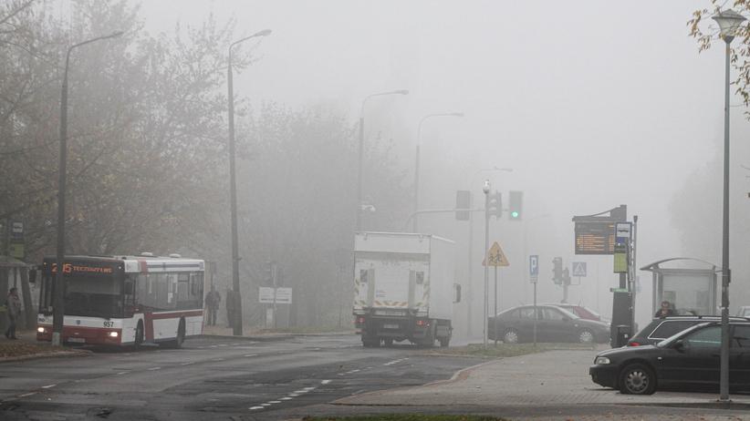 Poranna mgła, miejscami deszcze i oblodzone drogi. Pogoda w czwartek