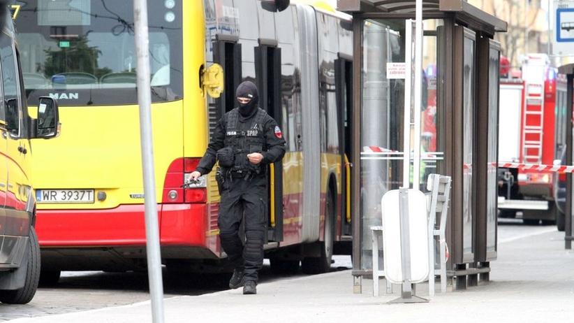 Podłożył bombę w autobusie, żądał złota za rozbrojenie. Ziobro chce surowej kary