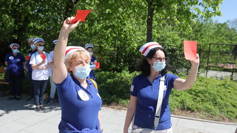 Protest pielęgniarek przed Sejmem