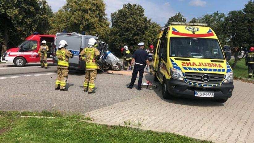 Radiowóz zderzył się z ciągnikiem. Nowa Dąbrowa