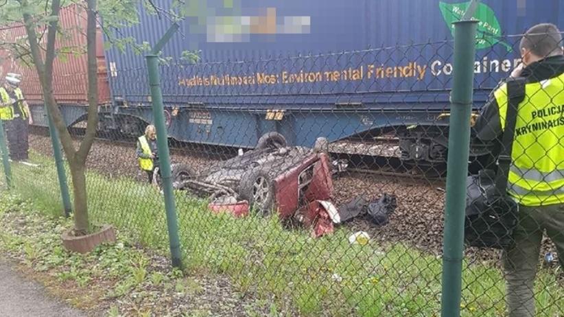 Wypadek w Radlinie. Auto wjechało pod pociąg towarowy