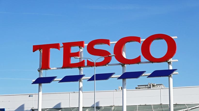 Likwidacja Tesco. Klienci wyrywają sobie towary i rzucają je na podłogę
